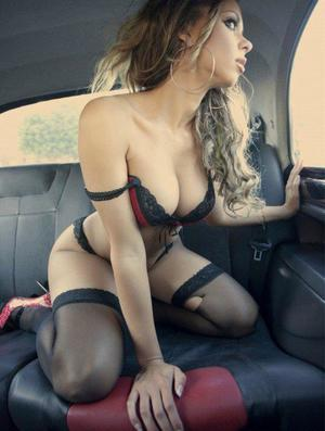Aura from Chesterfield, Virginia is looking for adult webcam chat