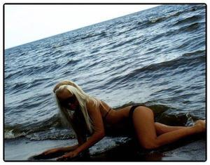 Carmelia from Hawaii is looking for adult webcam chat